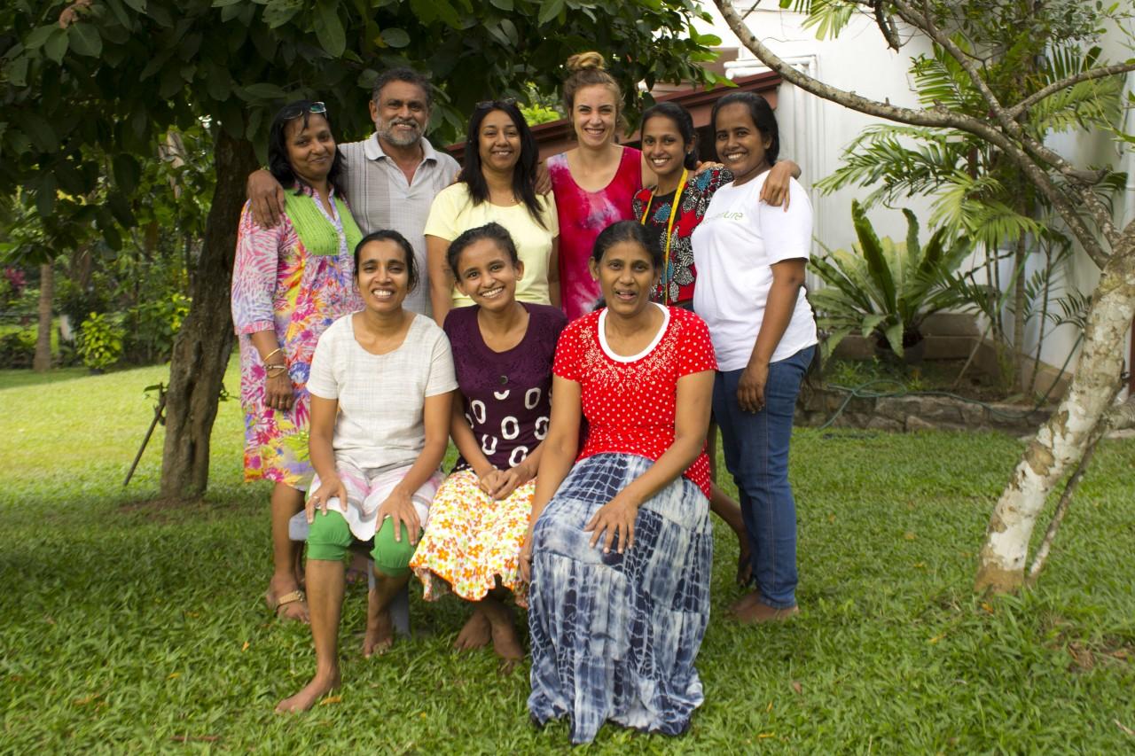 Faire mode Produktion auf Sri Lanka bei Todos. Das ist das Team von Bcos ordinary sucks