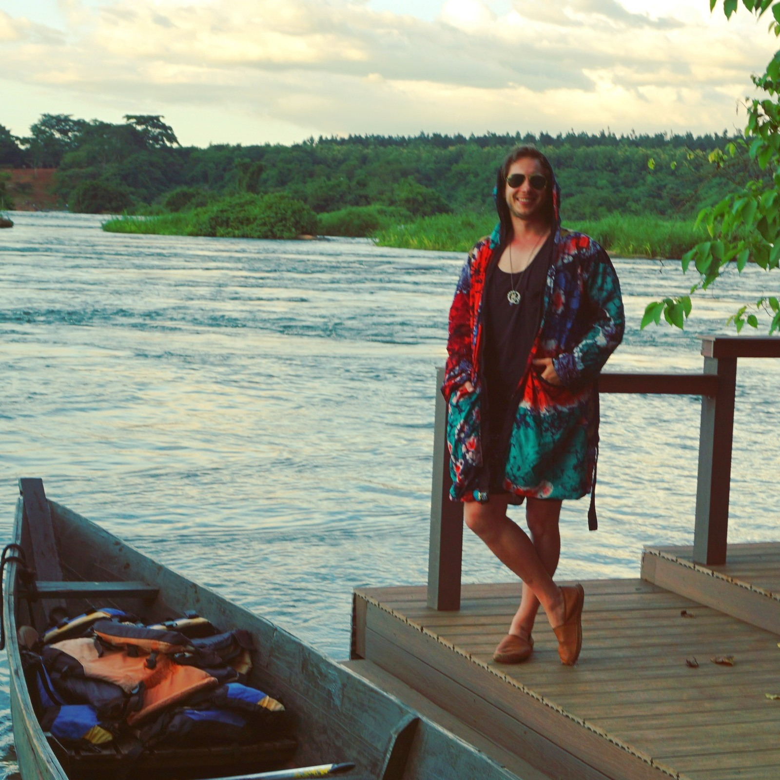 Seth Schwarz in Batik Trancecoat von BCOS ordinary sucks in Uganda, Lake Victoria.
